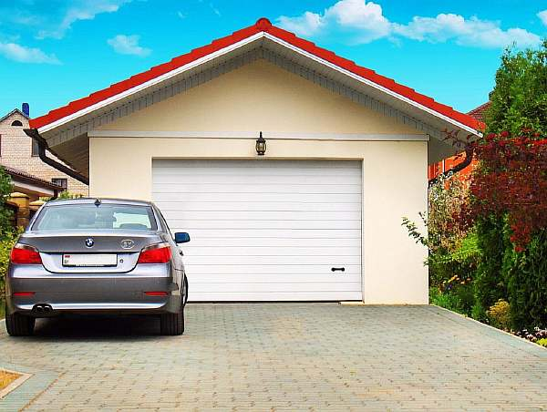 Около гаража